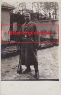 WW1 Foto Eisenbahn Regiment Nr. 2 4. Ersatz Kompagnie Soldat mit Pickelhaube und Gewehr Feldpost 1915 Brigade Hanau