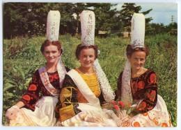 Folklore De Bretagne - Jeunes Filles En Costume Bigouden - écrite Non Timbrée 2 Scans - Costumes