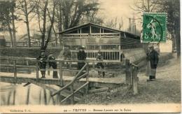 CPA 10  TROYES BATEAU LAVOIR SUR LA SEINE  1910 - Troyes