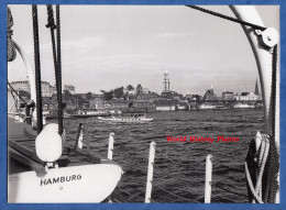 Photo ancienne - HAMBURG / HAMBOURG - Hamburger Hafen Hintergrund die Michaeliskirche - 1954 - Schiff Photographie J�ger