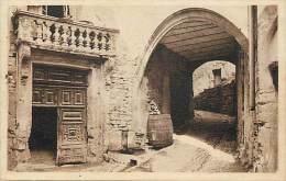 - Gard - Ref  A309 - Aramon - Maison De Laudun XIIIe Siecle Et Passage Voute - Carte Bon Etat - - Aramon