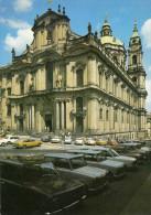 PRAHA MALA STRANA St.Nikolauskirche Alte Autos - Tschechische Republik
