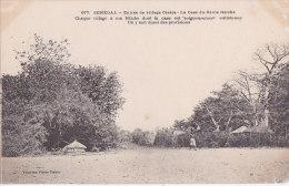 Au - Cpa Sénégal - Entrée De Village Cerère - La Case Du Génie Fétiche (précurseur) - Senegal