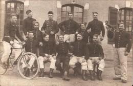 Groupe Soldats-velo-clairon-carte-photo - Militaria
