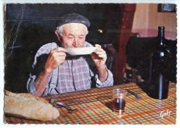 Survivance Du Passé - Le Chabrot - Paysan à Table Boit Du Vin Rouge Dans Son Assiette - écrite Timbre Enlevé - 2 Scans - Santé
