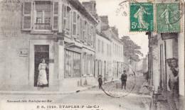 ETAPLES - La Rue De Montreuil Et Le Bureau De Tabacs - Superbe Carte Animée - Etaples