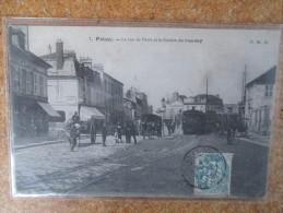 POISSY LA RUE DE PARIS ET LA STATION DU TRAMWAY - Poissy