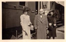 Photo Originale Allemande - Mr Et  Femmes à Berlin En 1939 - Train - Wagon - Mr. Und Frauen In Berlin - Zug - Wagon - Professions