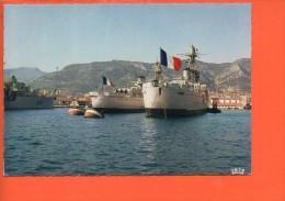 Bateaux -Navire De Guerre Dans L'Arsenal - Toulon - Guerre