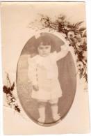 Photo Originale Enfants - Fillette Dans Les Années 10-20 Dans Un Médaillon Avec Ajout De Fleurs Au Développement - Anonymous Persons