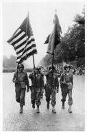 Militaires        Les Alliés A PARIS    Les Drapeaux Américains Aux Champs - Elysées - Autres