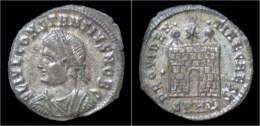 Constantius II Silvered AE3 Campgate - 7. Der Christlischen Kaiser (307 / 363)