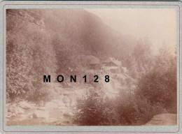 SAINT GERVAIS (74)-PHOTO DE 1894-VUE GENERALE-TIRAGE ALBUMINE COLLE SUR CARTON 18X13 CMS - Photos