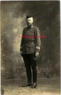 Carte Photo Officier 5e Régiment? à Voir Insigne Sur Bonnet De Police-3 Galons Sur Manche - Guerre, Militaire