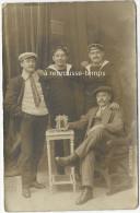 Carte Photo-marins Du Cuirassé MIRABEAU Posant Devant La Photo D'un Ami Disparu? Cliché Mertens à Aubervilliers - Guerre, Militaire