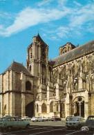 18. CPM. Cher. Bourges. La Cathédrale Saint-Etienne, Le Portail Latéral (autos, 4L, Simca 1100, R8, 2CV, 3CV, 204) - Bourges