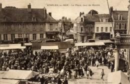 62 ETAPLES  La Place,Jour De Marché Très Animée - Etaples