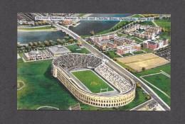 SPORT - FOOTBALL - BOSTON - MASSACHUSETTS - HARVARD STADIUM BUSINESS SCHOOL AND CHARLES RIVER - LINEN CARD - Cartes Postales