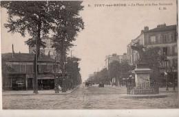 Ivry Sur Seine La Place Et La Rue Nationale - Ivry Sur Seine