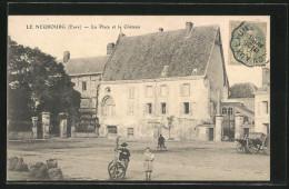 CPA Le Neubourg, La Place Et Le Château - Le Neubourg