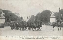 GUERRE 1914-18 - L´ACTUALITÉ PAR LA CARTE POSTALE (1916) - Un 14 Juillet Historique - Le Défilé Des Lanciers Belges - Oorlog 1914-18