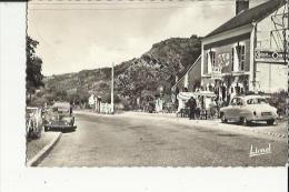 Beaulieu-sur-Layon  49   La Route Animée-Voitures 203 Et Aronde Et Café Du Layon - Autres Communes