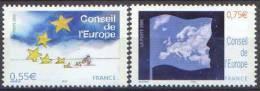 France - Timbre De Service N° 130 Et 131 ** Conseil De L´Europe 2005 - Jardinier Semant Des étoiles - Drapeaux - Officials