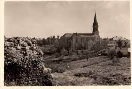 Photo Originale Lieu - Vendée - 85130 - Tiffauges - Lundi De Pâques 1956 - L'église Vue Du Château De Tiffauges. - Lieux