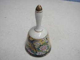 Cloche. 5. Cloche En Faïence Décor Chinois - Bells