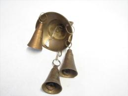 Cloche. 12. Support Avec 3 Cloches En Bronze - Bells