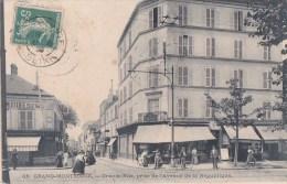 92 GRAND MONTROUGE Animé Commerces A SAINT JACQUES Et Le FAMILISTERE Grande Rue Avenue De La REPUBLIQUE Timbre 1909 - Montrouge