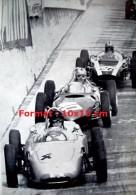 Reproduction D'une Photographie De Voitures De Course Se Suivant Au Grand Prix De Monaco De 1961 - Riproduzioni