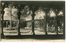 TOULOUSE - Le Musée - Grand Cloître Des Augustins - CPA Vierge Non écrite - 2 Scans - Toulouse