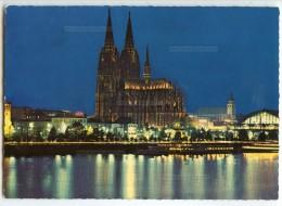 Köln Am Rhein - Cologne - Rheinufer Mit Dom - Cathédrale Vue De Nuit - écrite Timbre Enlevé - 2 Scans - Koeln
