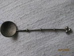 Cuillère Argent Avec Une Pièce Des Etats Pontificaux: 10 Baiocchi 1858 - Spoons