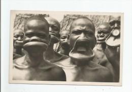 TCHAD ? OUBANGUI CHARI ? 9 CHEZ LES NEGERESSES A PLATEAUX (BEAU PLAN) - Tchad
