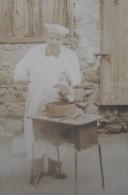 2 PHOTOGRAPHIES ANCIENNES Début XXéme  CUISINIER Et CHAT à La Casserole + Repas De Famille - 8,3x11,2 - Personnes Anonymes