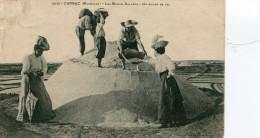 CPA - CARNAC -| Les Marais Salants - Un Mulon De Sel  - Animée - Circulée  -  TBE - Carnac