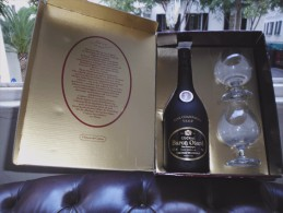 VINTAGE COGNAC V.S.O.P BARON OTARD BOXED WITH TWO GLASSES - Champagne & Sparkling Wine