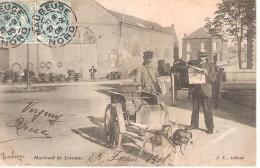 59 - FERRIERE - LA - GRANDE : MARCHAND DE JOURNAUX . ATTELAGE DE CHIEN . - France