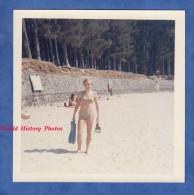 Photo Ancienne - Jeune Fille à La Plage - 1966 - Maillot De Bain Sexy Girl Semi Nude - Pin-Ups