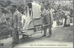 Reproduction De Carte Ancienne : Chaise à Porteurs - Postcards