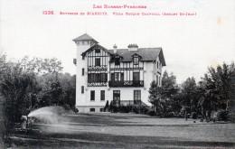 Cpa  Villa Basque Campbell ANGLET ST-JEAN, Environs De Biarritz , Le Jardinier Arrose (51.30) - Anglet