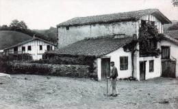 Cpa, Maisons Basques Au VIEUX CAMBO   (51.32) - Autres Communes