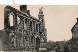 GUERRE 14/18    ALBERT SOMME LES RUINES AUTOUR DE L'EGLISE - Guerre 1914-18