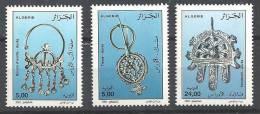 2002  Alg. N° 1302  à 1304  Nf ** .   Bijoux Des Aurès Boucle D'oreille, Fibule , Pendentif - Algeria (1962-...)