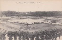Cp , 77 , FONTAINEBLEAU , Le Palais , Le Parterre - Fontainebleau