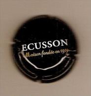 1  Capsule  CIDRE ECUSSON  MAISON FONDEE En 1919  Blanc Et Or Sur Fond Noir - Other