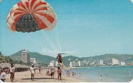 PARACAIDISMO EN LA PLAYA HORNOS ACAPULCO MEXICO - Paracadutismo