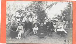 REUNION DE FAMILLE  - Carte Photo -   A Déterminer !!! - Genealogie